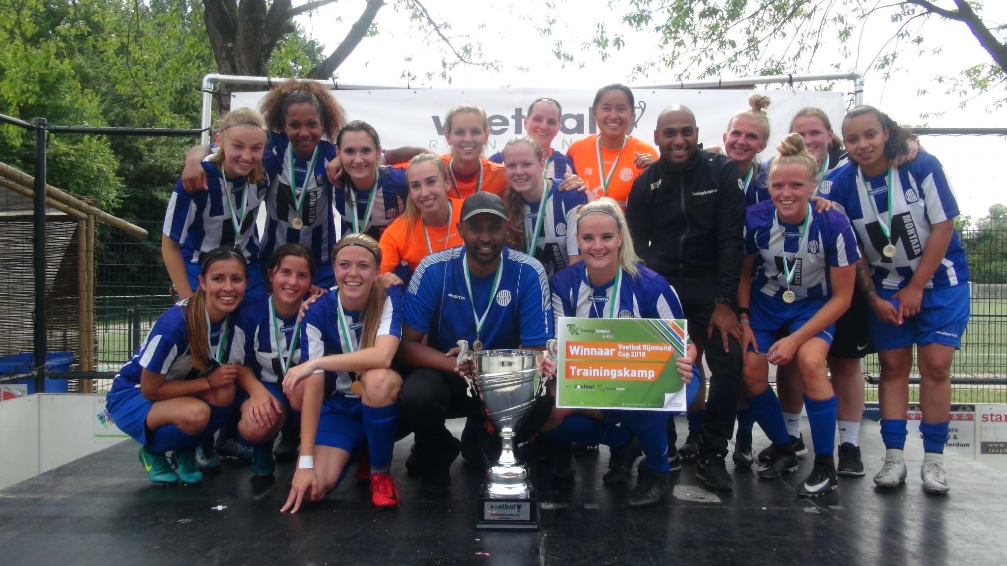 Teamfoto dames voetbalteam kampioen